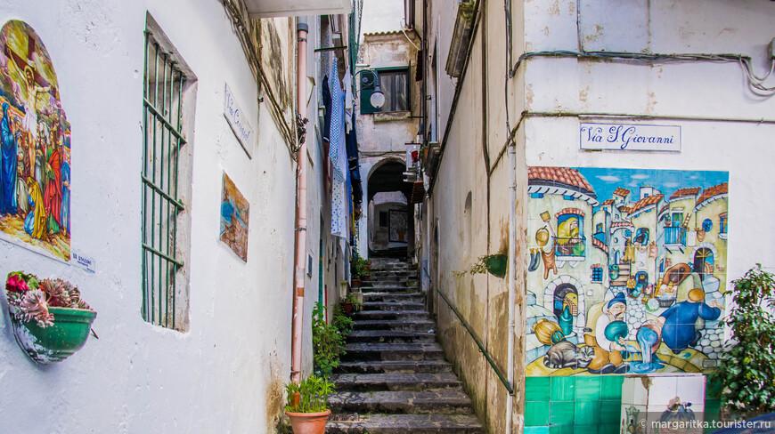 Вьетри суль Маре славится своей керамикой, которая, зачастую, украшает самые невзрачные уголки городка