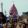 Празднично украшенные храмовые колесницы в Гокарне