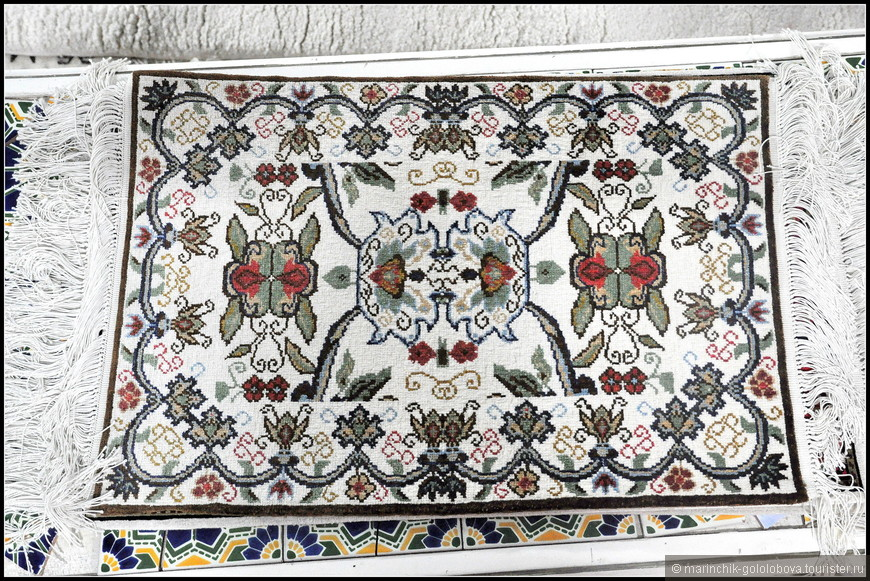 Если Вы хотите купить тунисский ковер ручной работы, то покупайте именно здесь! В других местах они даже визуально более низкого качества.