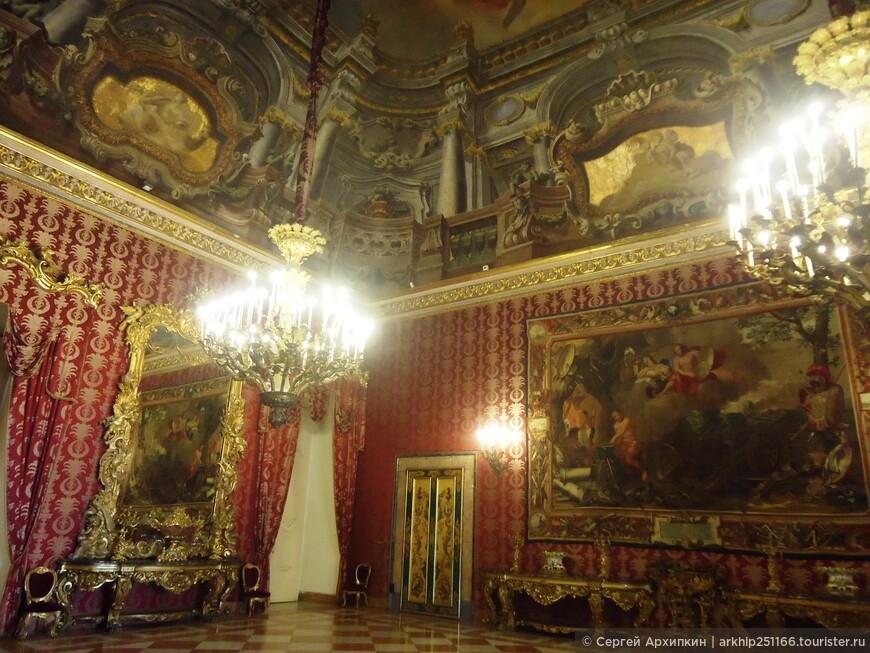 Строительство дворца длилось 50 лет с 1600 года