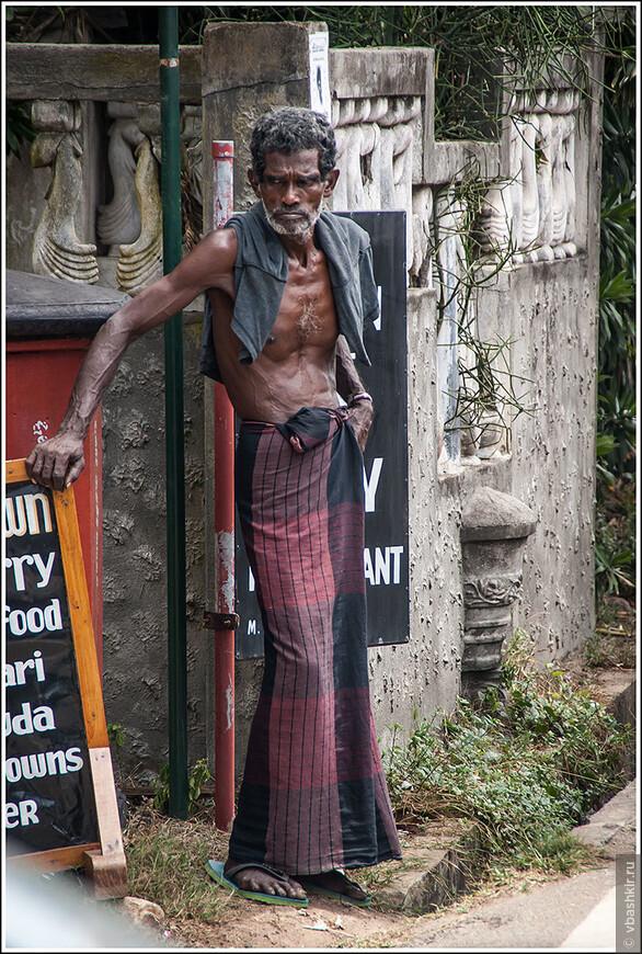 Хиккадува. Местный житель со сталью во взгляде.