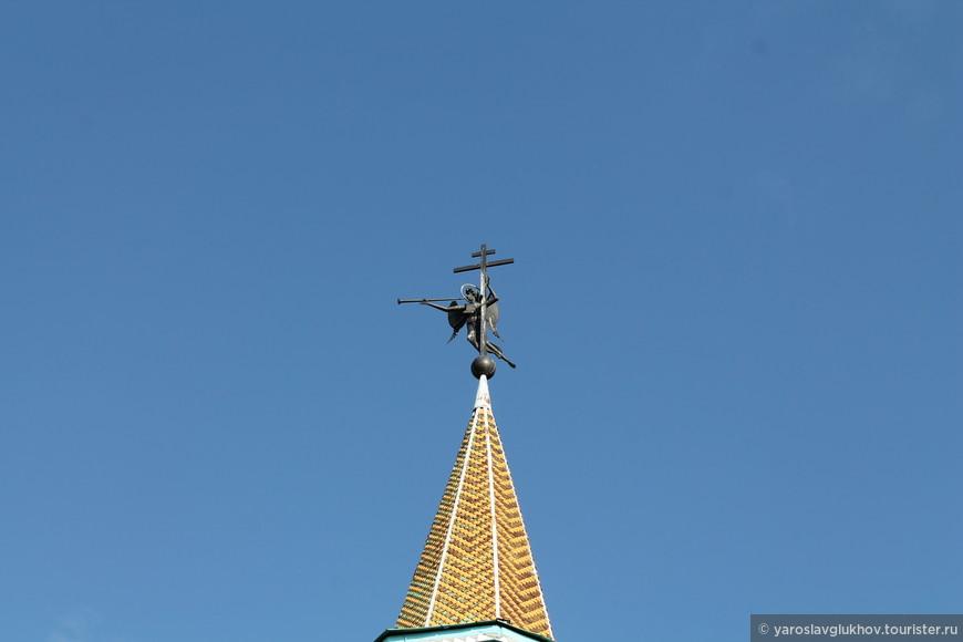 Ангел на вершине Южной башни.