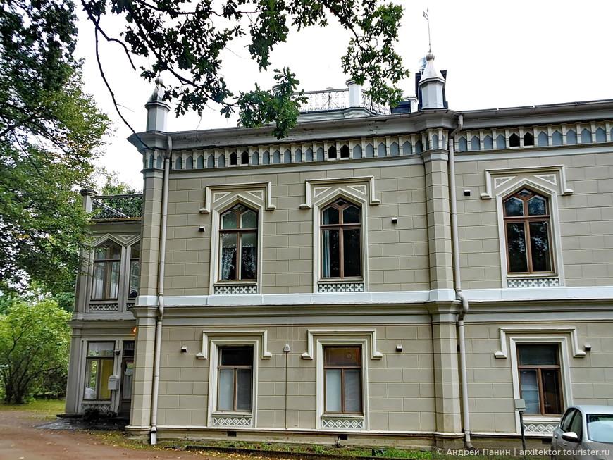 Отель Karhulan Hovi Manor. Напоминает о готике.