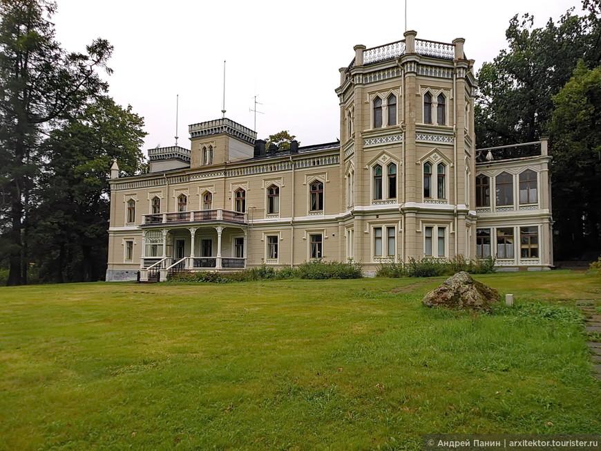 Отель Karhulan Hovi Manor. Не, точно готика присутствует.