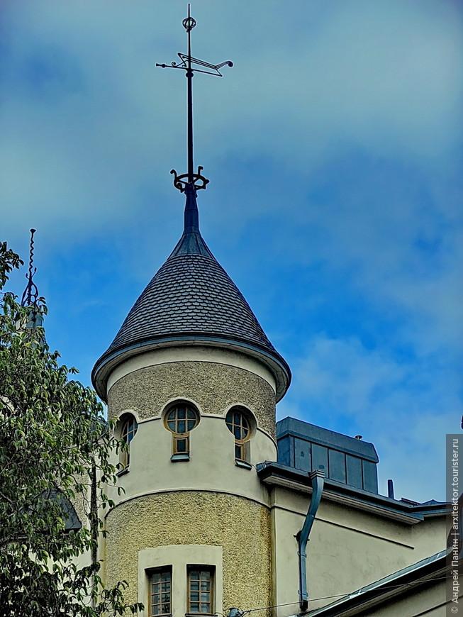 Красивые и крыша и окошки верхнего яруса.