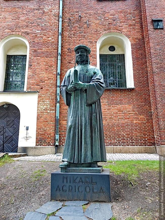 Памятник Агриколе, великому сыну Финляндии. О нем у меня подробно рассказано в отчете http://www.tourister.ru/responses/id_10540 .