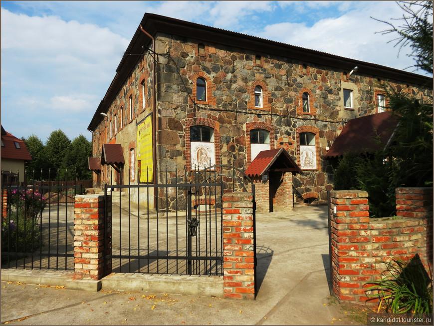 """""""Янтарный  замок"""" - нечто среднее между выставкой-магазином янтаря и краеведческим музеем в п. Янтарный."""