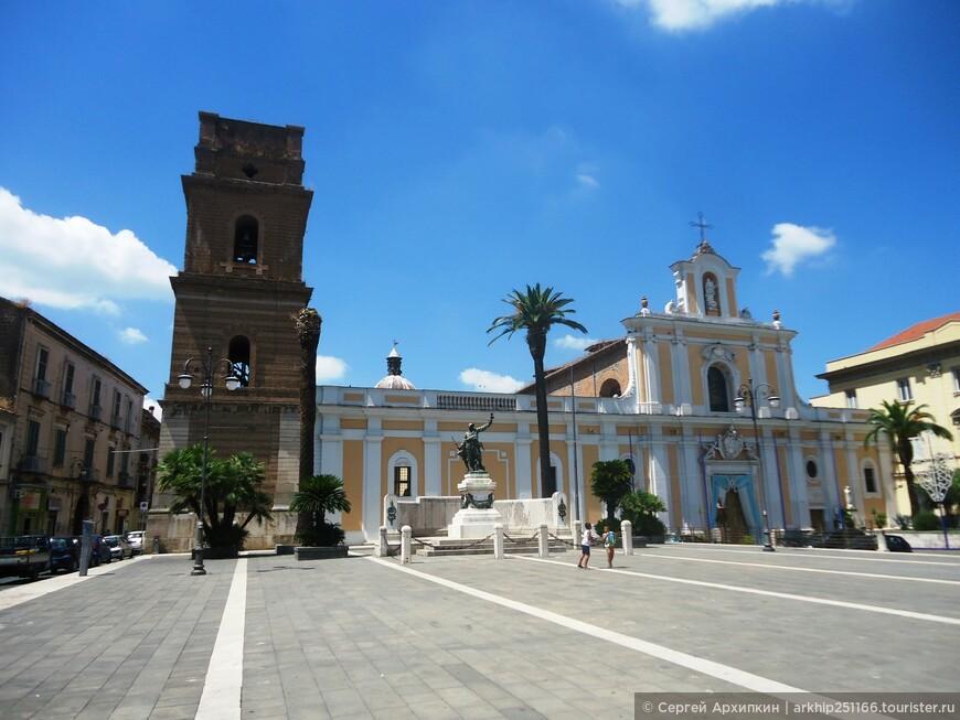 Прошел Кафедральный собор Капуи, который был закрыт на обеденный  перерыв