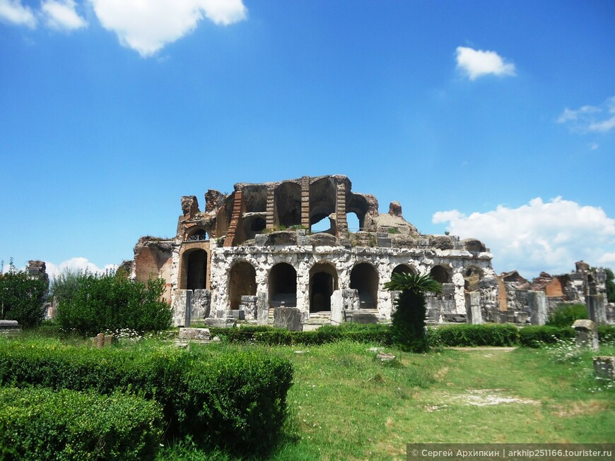 Амфитеатр Капуи, где дрались и гибли гладиаторы.
