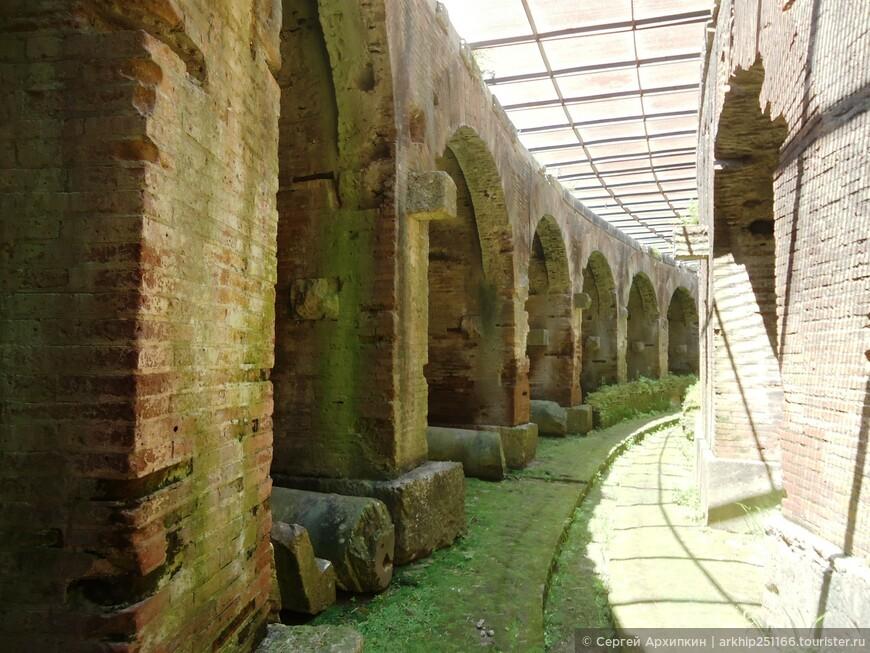 Сооружения под землей амфитеатра в Капуе  (2 век)