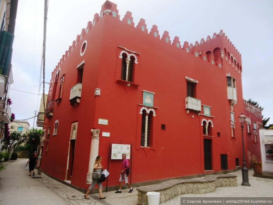 Первой была достопримечательность- Красный Дом. Построен по желанию эксцентричного американского полковника в конце 19 века.