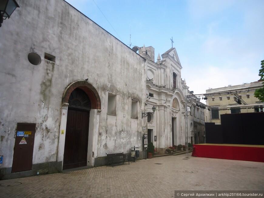 Совсем немного и я подошел к церкви Сан-Микеле (1719 год)