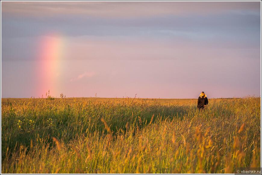 А в июне мы с Аней пошли гулять и случайно нашли радугу...