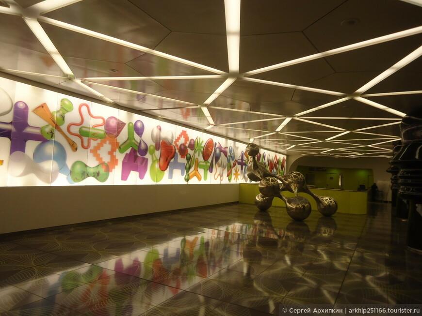 Надо безусловно отметить метро в Неаполе, которое стало одно из самых красивых в Европе. На фото одна из станций.