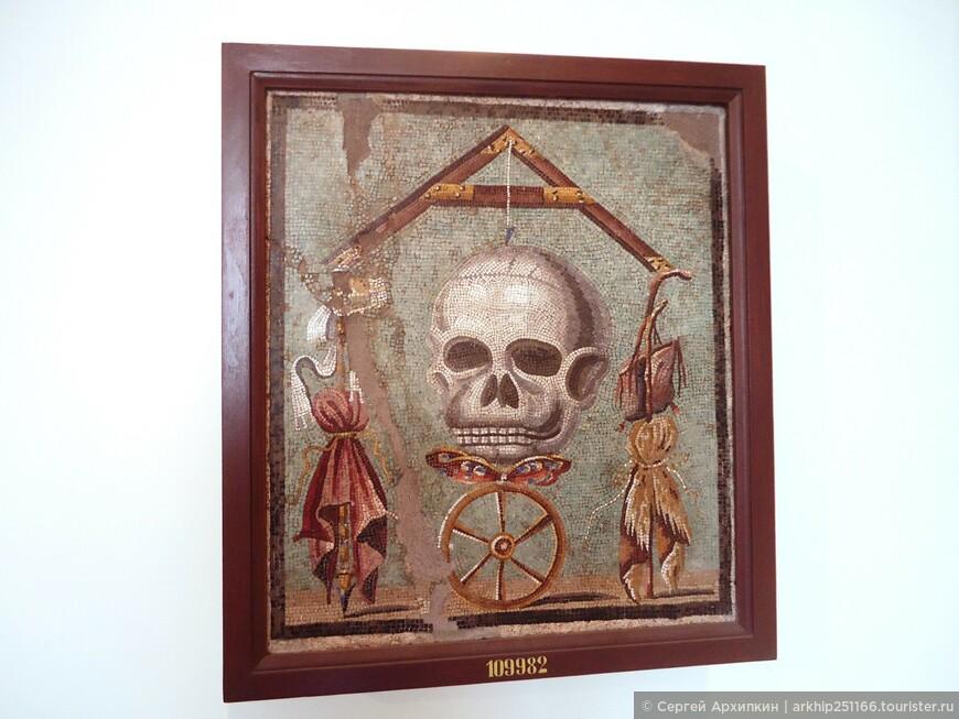 """Мозаика """"Колесо фортуны"""" из Помпей (1 век нашей эры)"""