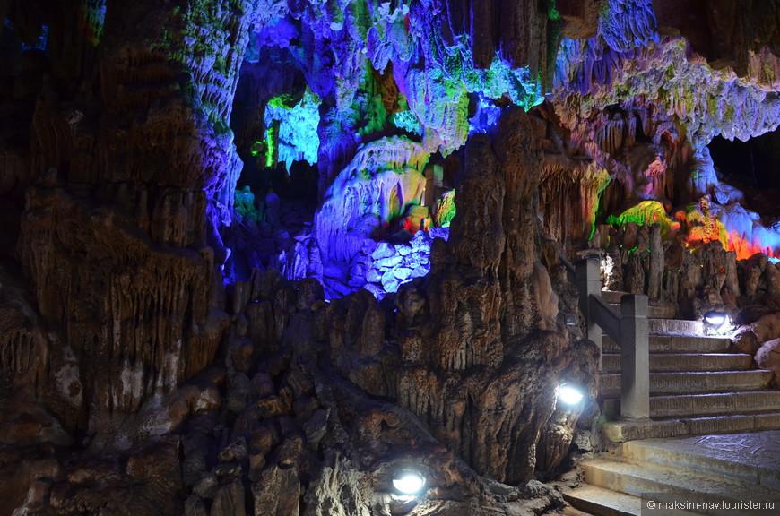 Уже первые шаги по пещере предвосхитили все наши ожидания.