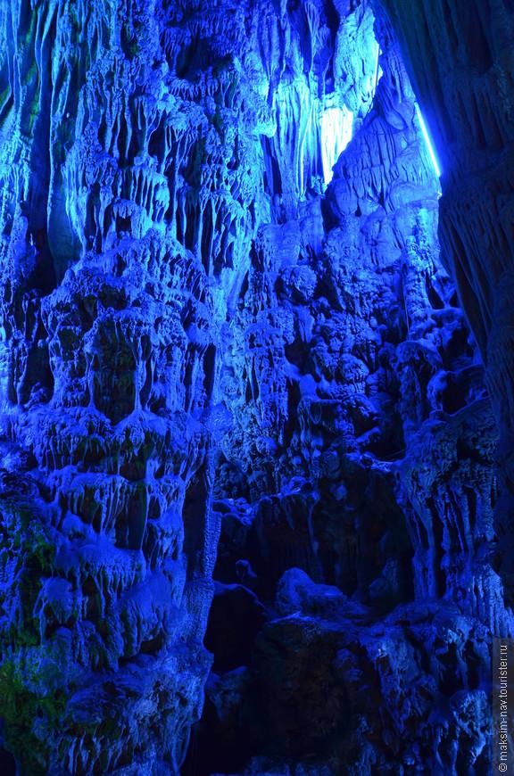 Уверен, что пещера никогда не оставит равнодушным ни одного посетителя. Мы же испытали истинный восторг. Оказалось, что Гуйлинь богат не только очаровательными пейзажами карстовых холмов, но и потрясающе красивым подземным миром!