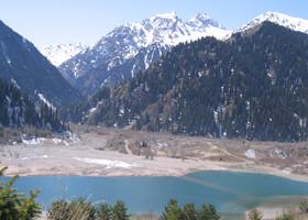 Высокогорное озеро Иссык в Казахстане
