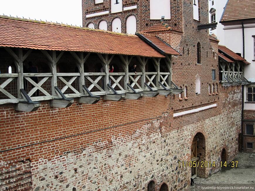 В 1891 году во владение Мирским замком вступил князь Николай Святополк-Мирский. Новый владелец начал полномасштабную реконструкцию своих новых владений.