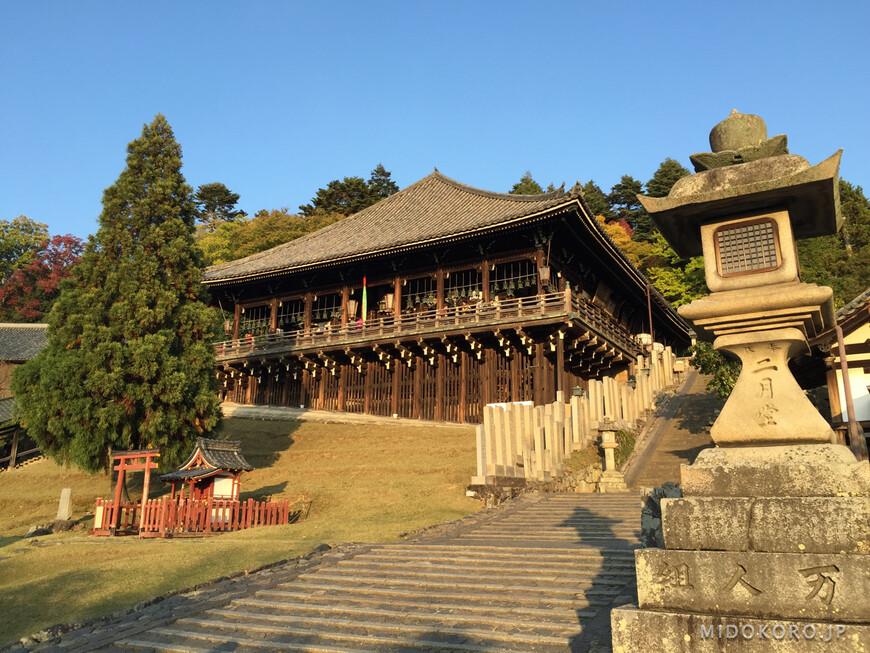 Еще одна из многих построек храма Тодайдзи - Нигацудо  или Павильон Второго Лунного месяца в лучах заходящего солнца.