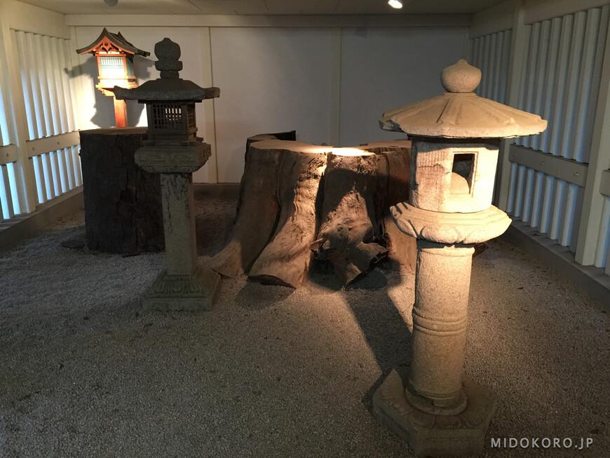 Самый старый из фонарей - 12 века.
