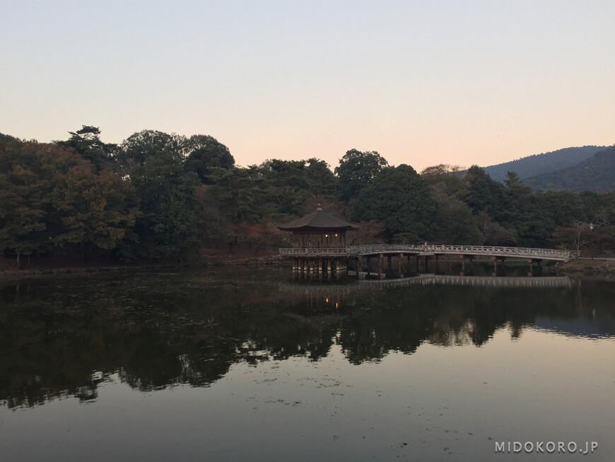 Замечательный закатный вид на павильон Укимидо.
