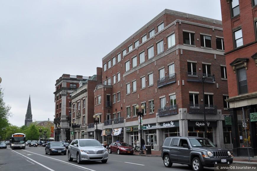 Город был основан британцами в 1630 году, именно поэтому в архитектурный стиль города , да и всего штата в целом, очень напоминает Англию.