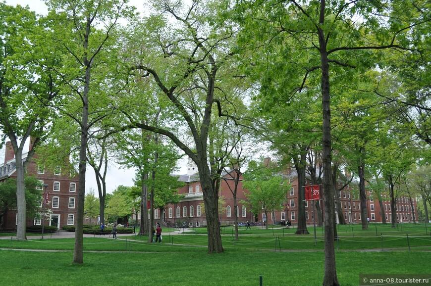 Десятилетиями Гарвард исправно «ковал» кадры для политической (его закончили восемь американских президентов, в том числе действующий президент - Барак Обама) и научной элиты страны (30 нобелевских лауреатов).