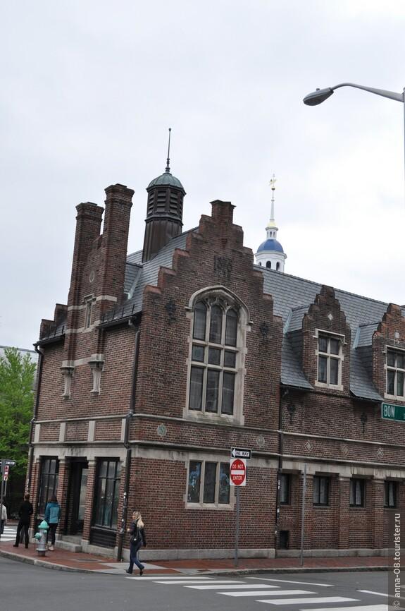 Кембридж стоит увидеть не только из-за Гарвардского университета, здесь есть и архитектурные достопримечательности, и важные исторические объекты, и интересные музеи.