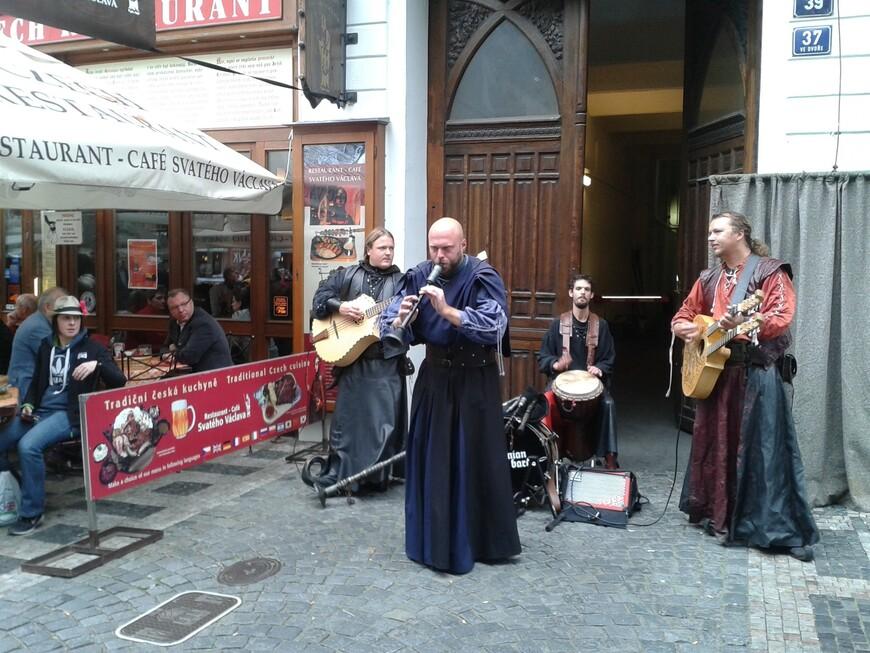 Средневековые музыканты сыграют и споют для вас душещипательные средневековые  песни. www.gidvparge.com