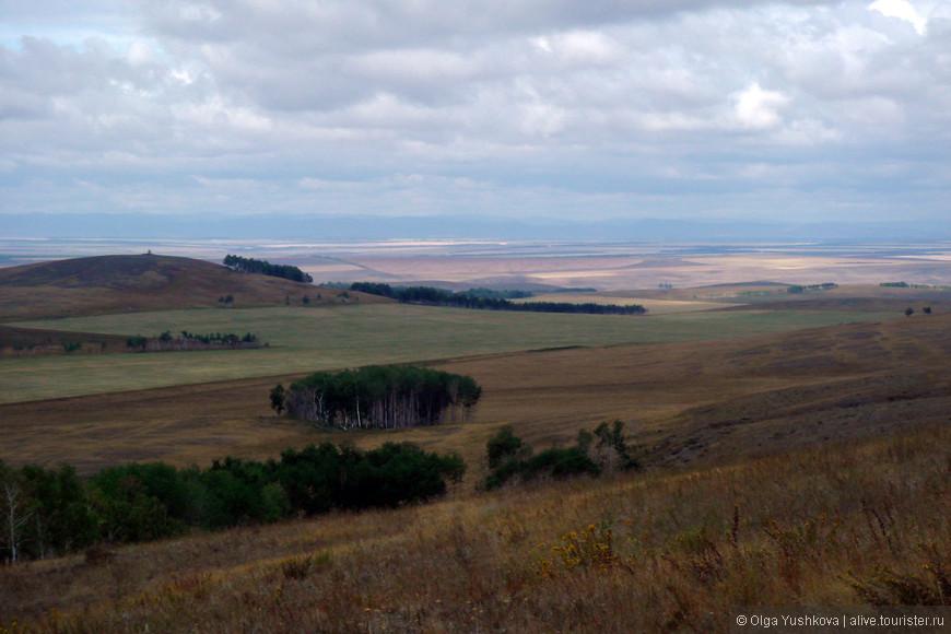 Вид с горы Чека... Сначала казалось - голая степь, и фотографировать нечего... А вот красиво ведь...