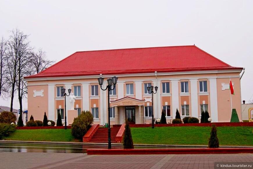 Здание городской администрации - городской исполнительный комитет.