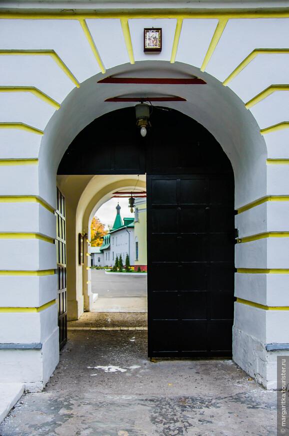 севернные врата. вход в Монастырь