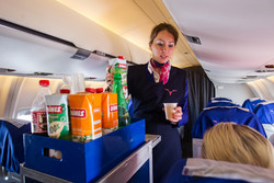 Российские туристы готовы отказаться от питания в самолете в обмен на дешевые билеты