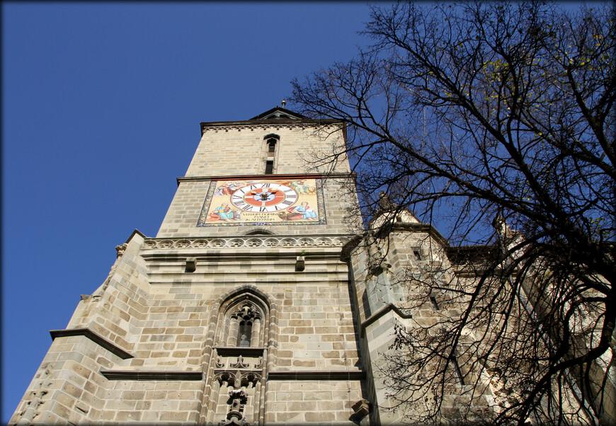 • Ворота Екатерины — одни из самых старых сохранившихся городских ворот Брашова. • Страда-Сфории — самая узкая улица Брашова (ширина 110—135 см), одна из самых узких в Европе.