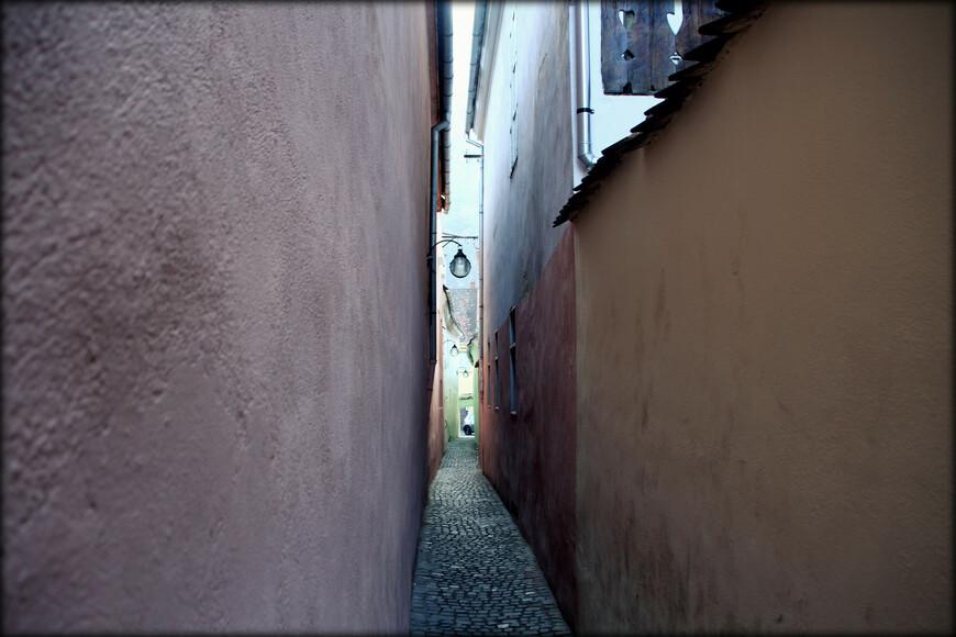 • Ворота Шкей — городские ворота Брашова, построенные в 1828 году по приказу австрийского императора Франца I неподалеку от ворот Екатерины.