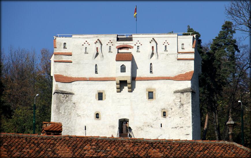 Брашов — один из главных культурных и исторических центров трансильванских саксов. Благодаря удачному географическому положению и торговым связям с Молдовой и Валахией, город стал одним из самых важных экономических центров Трансильвании.