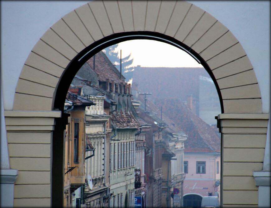 """Для информации. Второй объект ЮНЕСКО (из семи) в Румынии называется """"Деревни с укрепленными церквями в Трансильвании"""". В него входят 5 городов и коммун (в Румынии они называются жудецы). Один из них как раз Брашов. Остальные: Алба, Муреш, Сибиу, Харгита."""