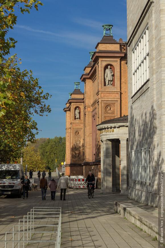 Музей изобразительных искусств, построен в 19 веке на месте бастиона Винсент на крепостной стене. Содержит огромную коллекцию картин, скульптур и монет от средневековья до современности.