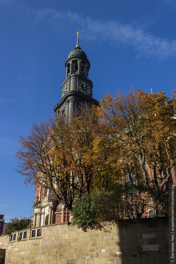 Церковь св. Михаила, в народе Михель, главная церковь Гамбурга, построенная в 18 веке в стиле Барокко.