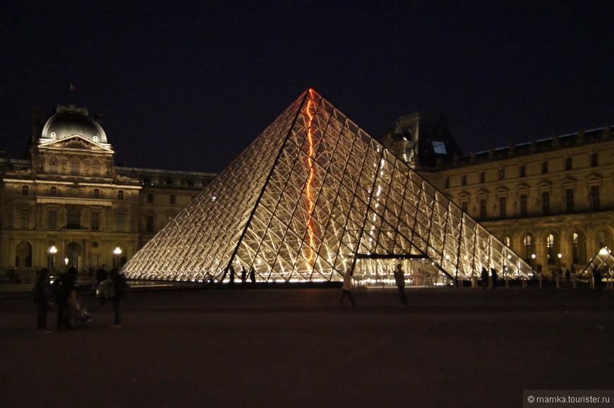 Ночной Лувр понравился больше дневного