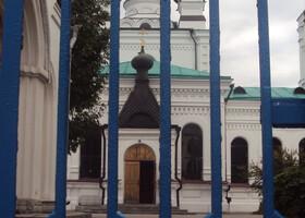 церковь Трех Святителей.Забор вот немного не вписывается в общую концепцию.     Вот такой он Могилев.Хороший город.Стоит того,чтобы провести выходной.