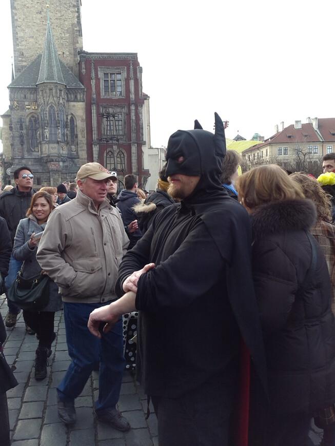 Бэтмен засучивает рукава ! Сейчас произойдет битва с ... кем-нибудь , за спасение мира ! www.gidvprage.com