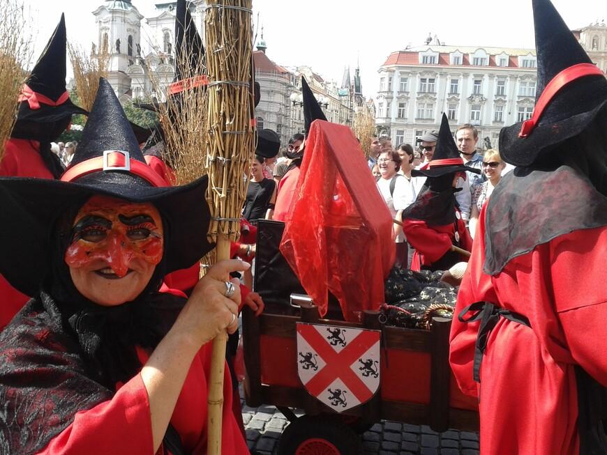Вполне симпатичная ведьмочка :-) www.gidvprage.com