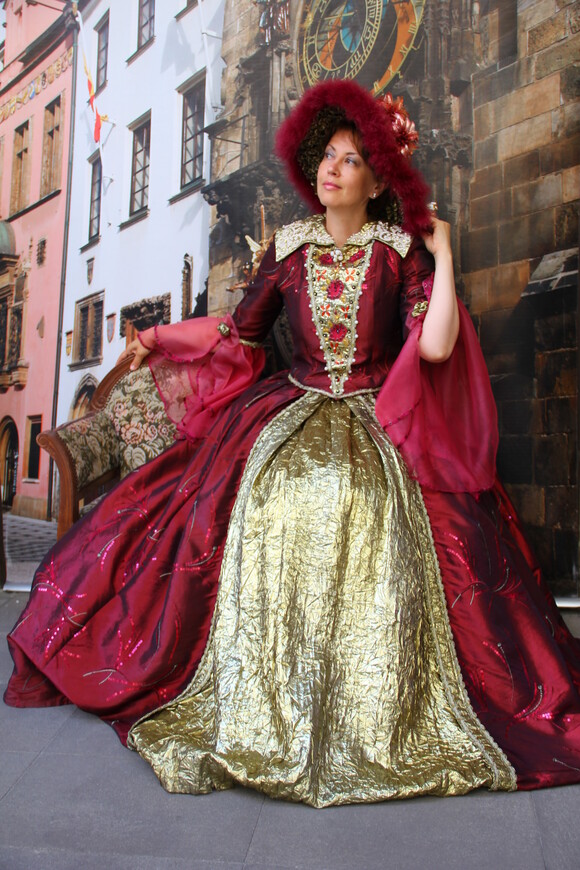 Как по волшебству, можно превратиться в прекрасную даму :-)  www.gidvprage.com