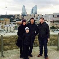 Я  с туристами (из сайта туристер.ру) в экскурсии по городу.