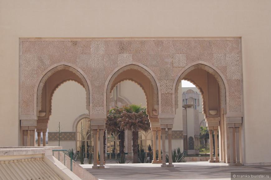 Большая мечеть Хасана II (названа в честь бывшего марокканского короля)  По величине она вторая в мире после мечети Аль-Харам, которая находится в Мекке.