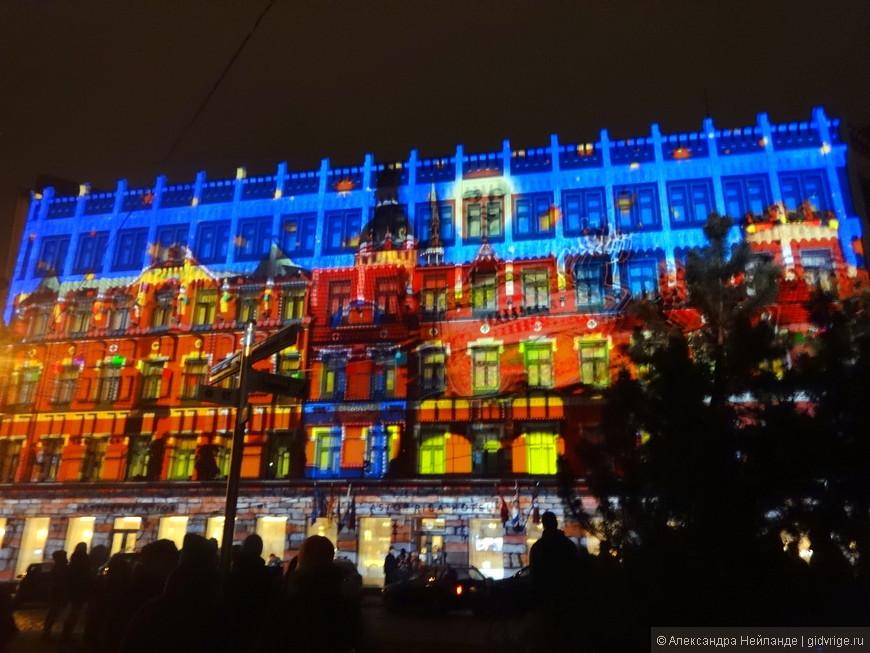 Фестиваль Staro Rīga привлек рекордное число посетителей. Проходивший с 14 по 18 ноября фестиваль света Staro Rīga посетили 500 000 человек.