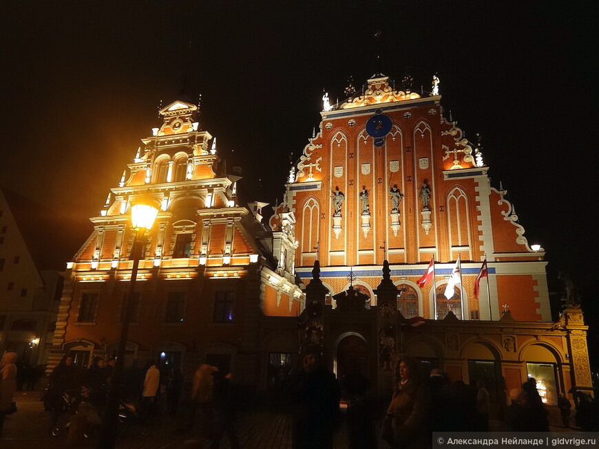 Дом Черноголовых такой красивый всегда - во время Фестиваля и без него.