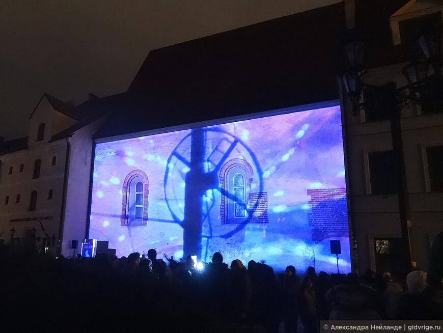 """Инсталляция из звука и света """"Город Орлан"""" посвящена происходящей в Музее декоративного искусства и дизайна выставке ОРЛАН."""